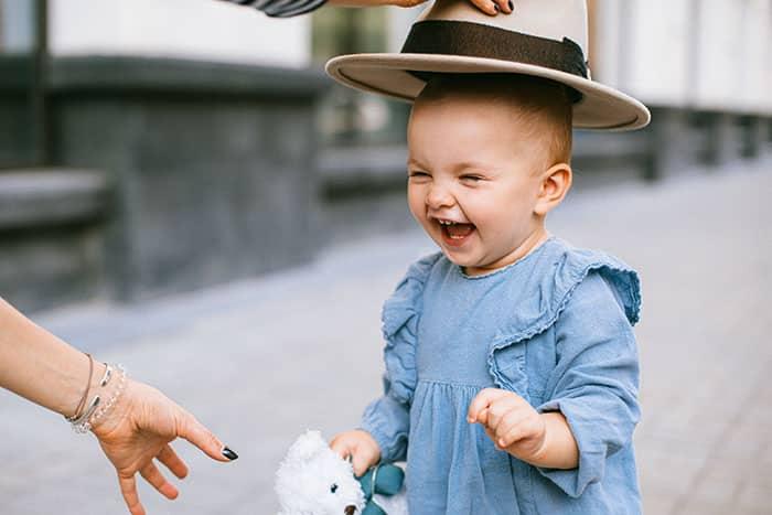 Lache, und die Welt…